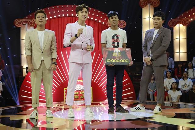 Trấn Thành, Trường Giang, Ngô Kiến Huy bị bắt quỳ gối giữa sân khấu - Ảnh 10.