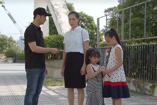 Hoa hồng trên ngực trái tập 28: Cậu em cùng cha khác mẹ chủ động cho Thái vay tiền để trả nợ - Ảnh 2.