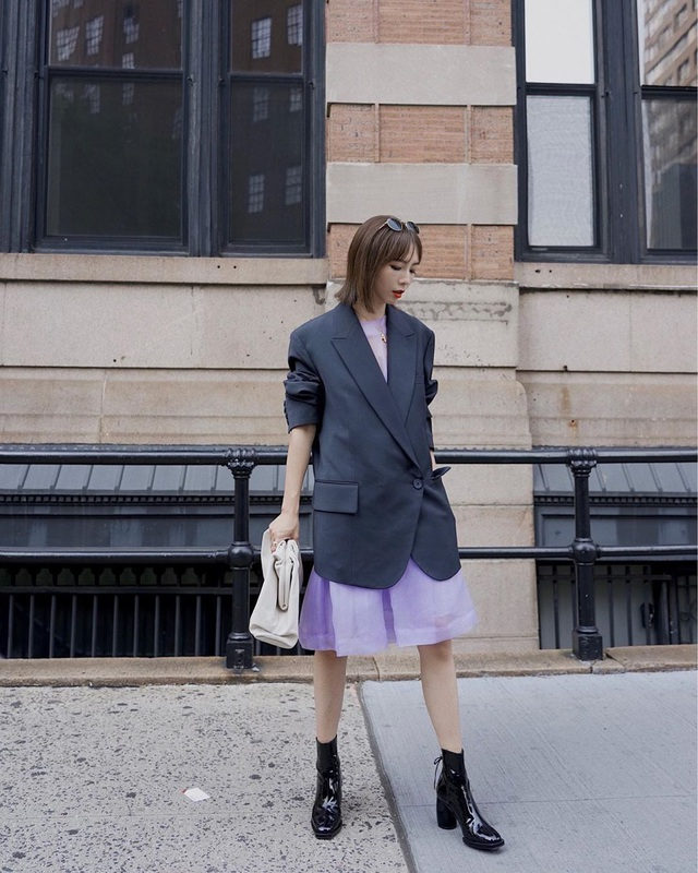 Công thức váy + boots đã thuộc hàng kinh điển, bạn không nên lơ là 3 cách diện chuẩn xinh và tôn dáng sau - Ảnh 3.