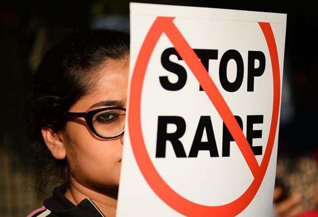 Nữ sinh mù bị hai thầy giáo cưỡng hiếp - Ảnh 1.