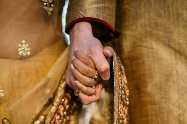 Cặp vợ chồng Ấn Độ bị ném đá đến chết  - Ảnh 1.