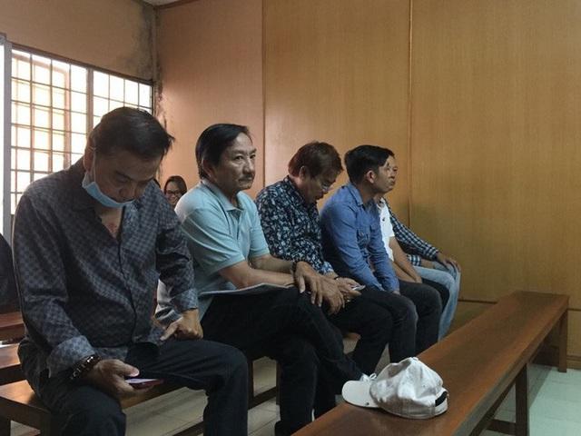 Chủ tọa phiên tòa đưa ra nhiều chứng cứ buộc tội nghệ sĩ hài Hồng Tơ  - Ảnh 1.