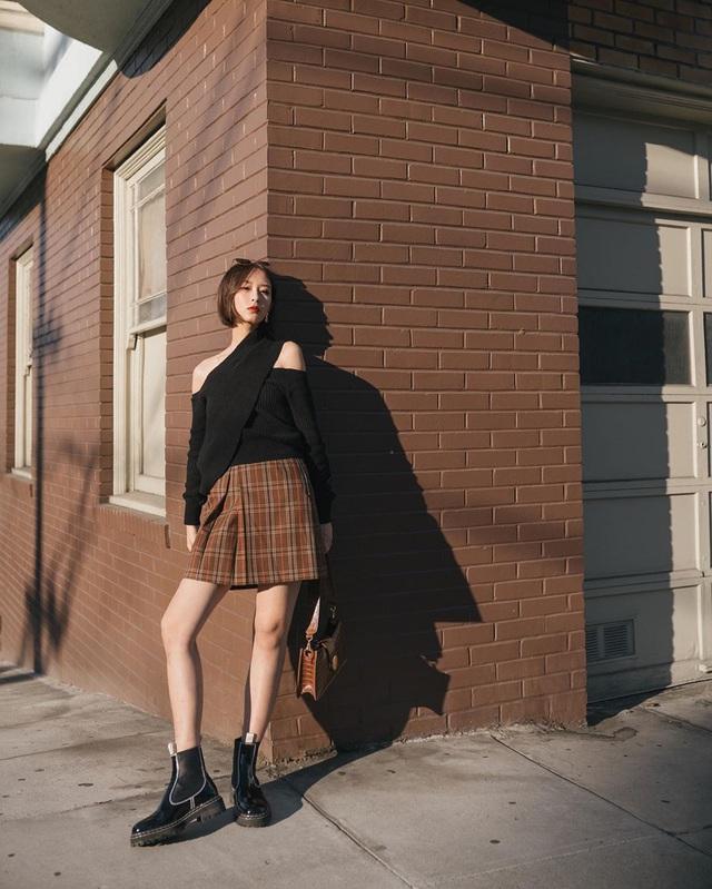 Công thức váy + boots đã thuộc hàng kinh điển, bạn không nên lơ là 3 cách diện chuẩn xinh và tôn dáng sau - Ảnh 13.