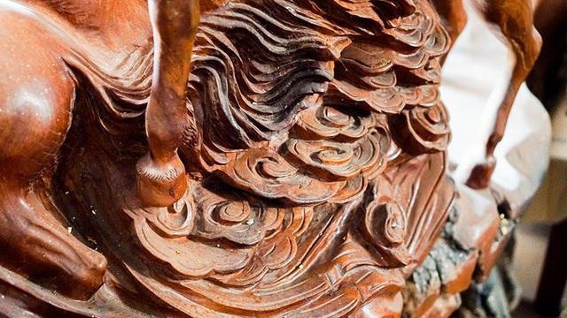 Khúc gỗ bỏ đi hóa thành tác phẩm 7 tỷ đồng  - Ảnh 6.