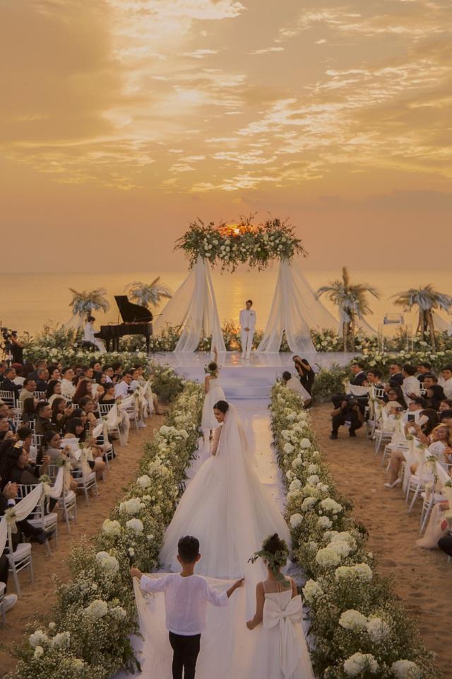 Những khoảnh khắc xúc động trong lễ cưới Đông Nhi - Ông Cao Thắng - Ảnh 3.
