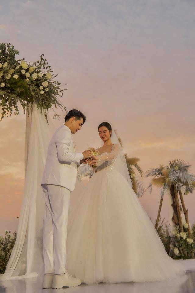 Những khoảnh khắc xúc động trong lễ cưới Đông Nhi - Ông Cao Thắng - Ảnh 5.