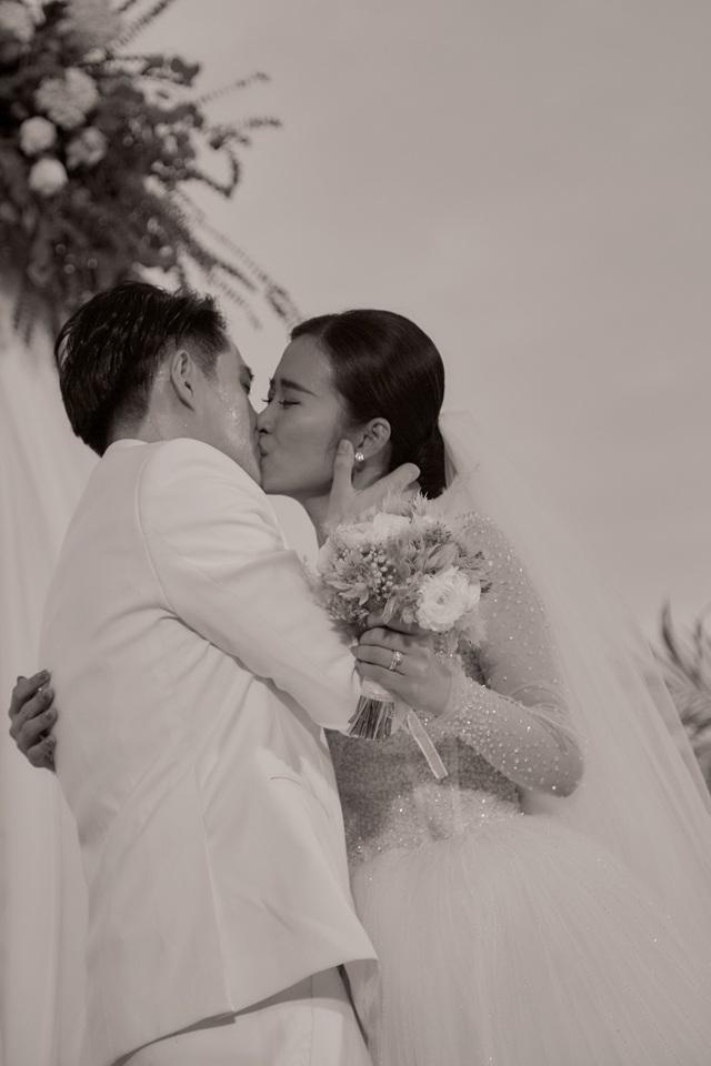 Những khoảnh khắc xúc động trong lễ cưới Đông Nhi - Ông Cao Thắng - Ảnh 9.