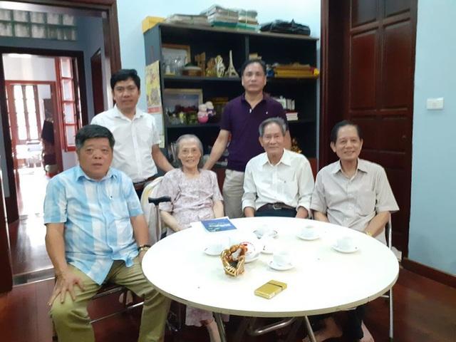 Chuyện dạy con trong gia đình người Hà Nội có 3 con là giáo sư - Ảnh 2.