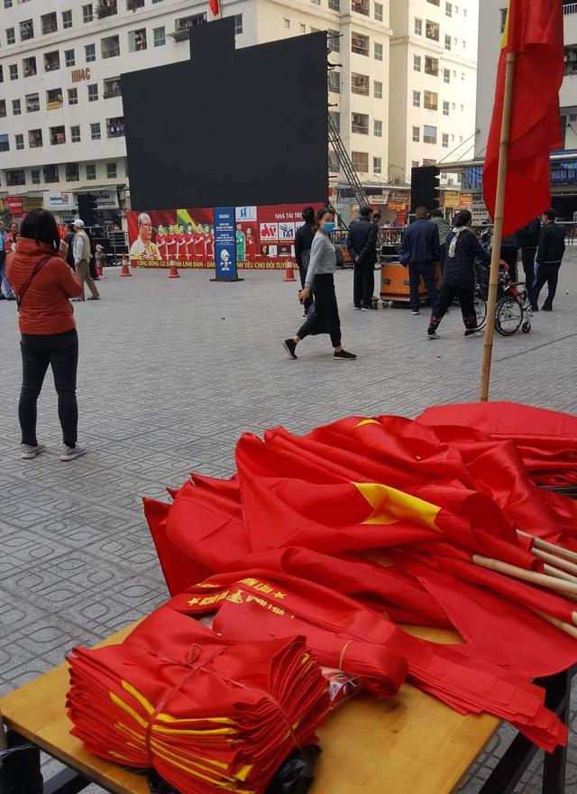 Hà Nội: Cư dân HH Linh Đàm cúng xôi gấc, gà luộc cầu may cho U22 Việt Nam giành chức vô địch - Ảnh 8.