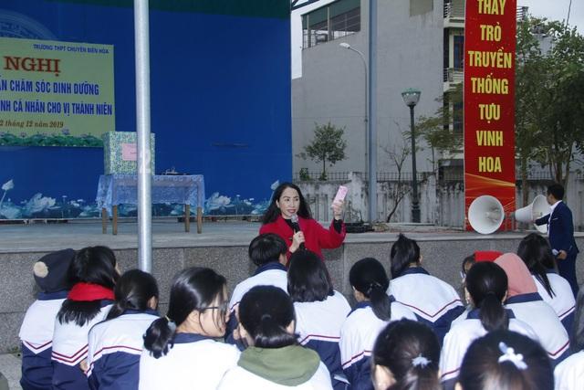 Hà Nam tổ chức nhiều hoạt động truyền thông cho học sinh các trường trung học - Ảnh 1.