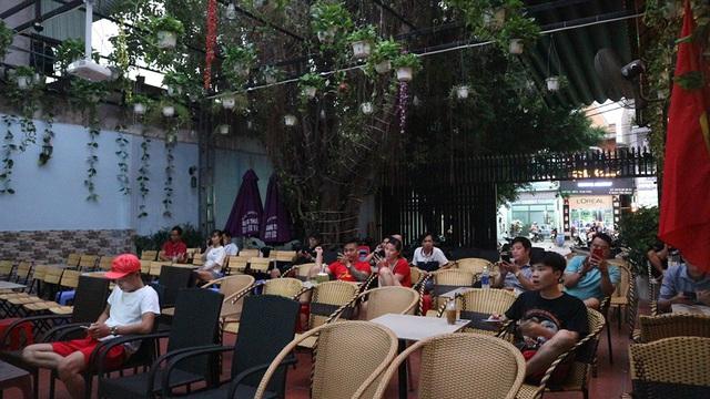 Hàng triệu người dân Việt xuống đường mừng chiến thắng 3-0 của U22 - Ảnh 55.