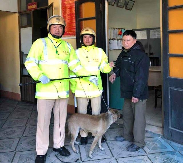 Quảng Ninh: Trên đường tuần tra, cảnh sát giao thông bắt được đối tượng trộm chó - Ảnh 2.