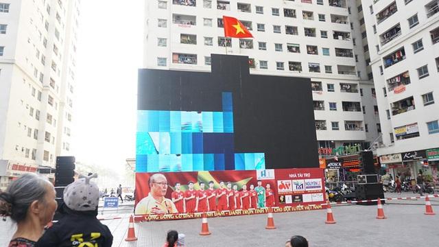 Hà Nội: Cư dân HH Linh Đàm cúng xôi gấc, gà luộc cầu may cho U22 Việt Nam giành chức vô địch - Ảnh 5.
