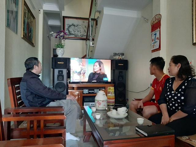Bố mẹ cầu thủ Trọng Hùng tự tin con sẽ ra sân và bùng nổ trận chung kết - Ảnh 3.