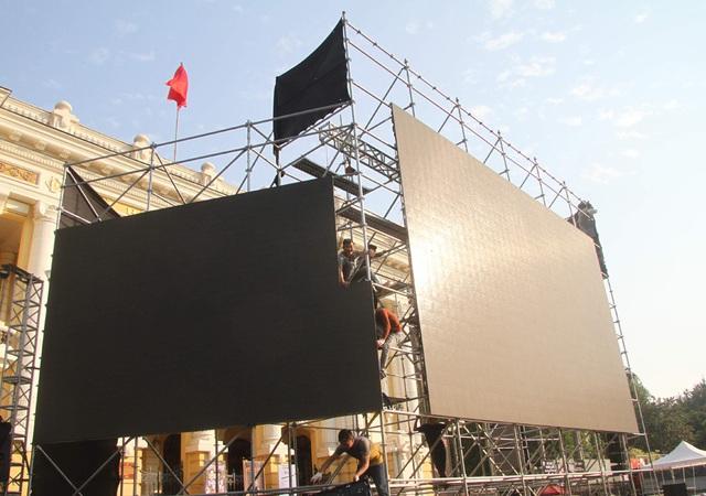 Hà Nội lắp nhiều màn hình LED lớn để tiếp lửa cho thầy trò ông Park Hang-seo mang HCV về nước - Ảnh 4.