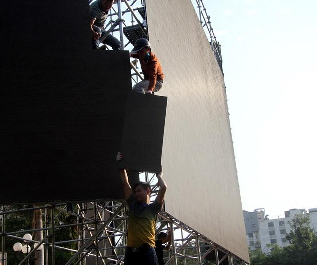 Hà Nội lắp nhiều màn hình LED lớn để tiếp lửa cho thầy trò ông Park Hang-seo mang HCV về nước - Ảnh 5.