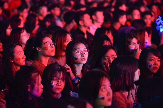 Hàng triệu người dân Việt xuống đường mừng chiến thắng 3-0 của U22 - Ảnh 51.