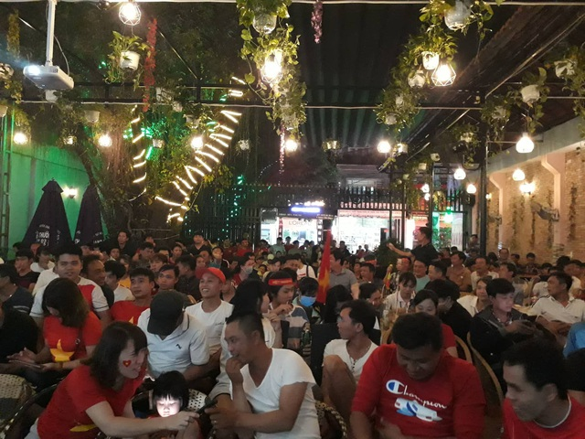Hàng triệu người dân Việt xuống đường mừng chiến thắng 3-0 của U22 - Ảnh 42.