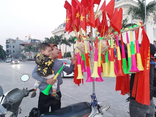 Hàng triệu người dân Việt xuống đường mừng chiến thắng 3-0 của U22 - Ảnh 62.