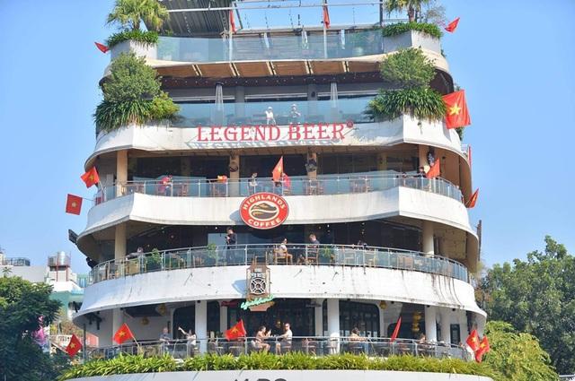 Hàng triệu người dân Việt xuống đường mừng chiến thắng 3-0 của U22 - Ảnh 60.