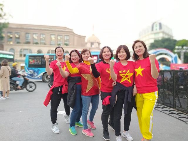 Hàng triệu người dân Việt xuống đường mừng chiến thắng 3-0 của U22 - Ảnh 64.