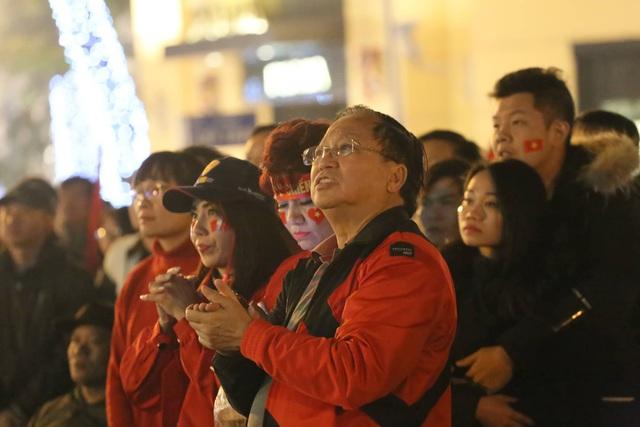 Hàng triệu người dân Việt xuống đường mừng chiến thắng 3-0 của U22 - Ảnh 40.