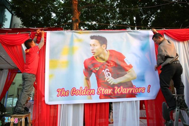 Hàng triệu người dân Việt xuống đường mừng chiến thắng 3-0 của U22 - Ảnh 57.
