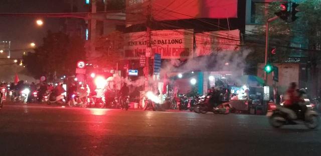 Hàng triệu người dân Việt xuống đường mừng chiến thắng 3-0 của U22 - Ảnh 20.