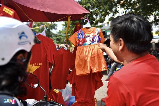 Hàng triệu người dân Việt xuống đường mừng chiến thắng 3-0 của U22 - Ảnh 72.