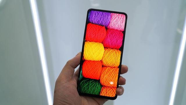 Smartphone đầu tiên có camera dưới màn hình, bỏ hết cổng kết nối - Ảnh 1.
