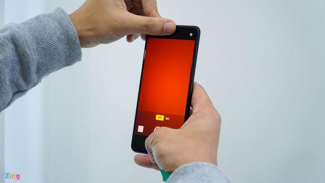 Smartphone đầu tiên có camera dưới màn hình, bỏ hết cổng kết nối - Ảnh 2.