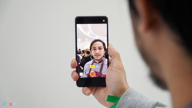 Smartphone đầu tiên có camera dưới màn hình, bỏ hết cổng kết nối - Ảnh 3.