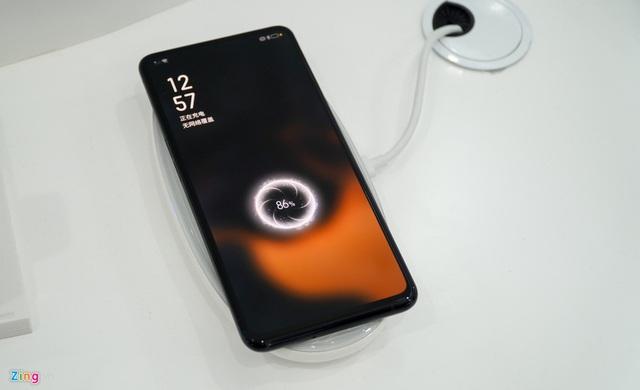 Smartphone đầu tiên có camera dưới màn hình, bỏ hết cổng kết nối - Ảnh 7.