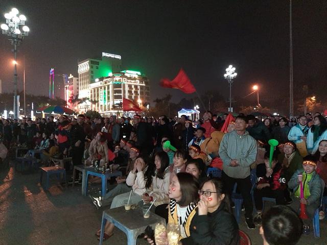 Hàng triệu người dân Việt xuống đường mừng chiến thắng 3-0 của U22 - Ảnh 29.