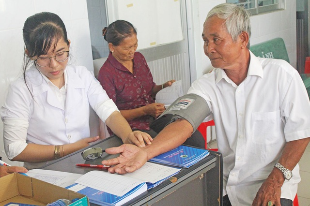 Giao lưu trực tuyến: Nâng cao kỹ năng dự phòng rủi ro bệnh tật cho người cao tuổi và gia đình - Ảnh 3.