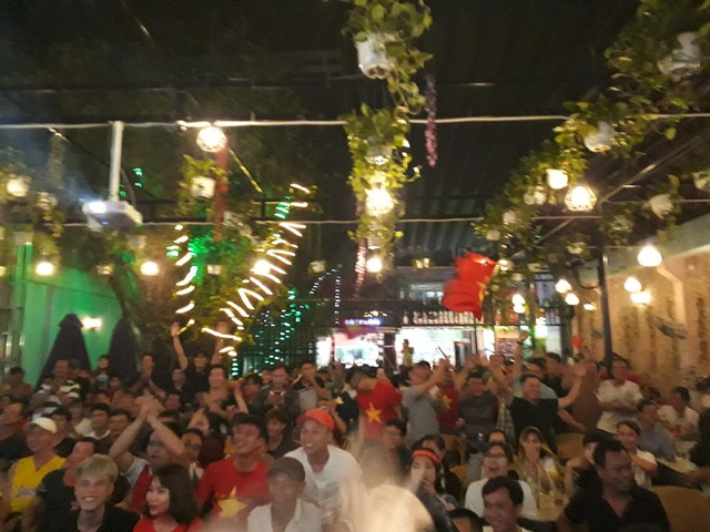 Hàng triệu người dân Việt xuống đường mừng chiến thắng 3-0 của U22 - Ảnh 35.