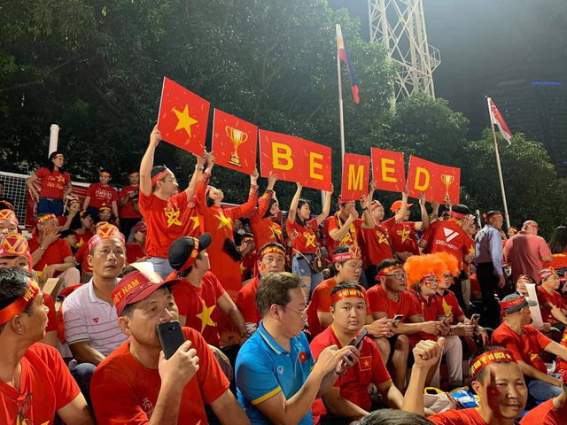 Hàng triệu người dân Việt xuống đường mừng chiến thắng 3-0 của U22 - Ảnh 39.