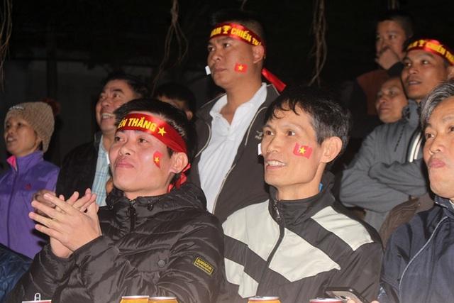 Hàng triệu người dân Việt xuống đường mừng chiến thắng 3-0 của U22 - Ảnh 38.