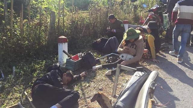 Xe chở cán bộ trung tâm dạy nghề gặp nạn, 2 người tử vong, nhiều người bị thương - Ảnh 2.