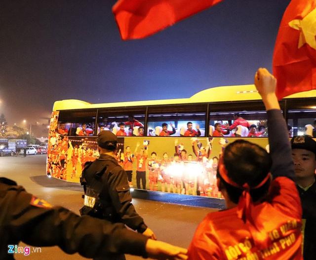 Thủ tướng Nguyễn Xuân Phúc chúc mừng HLV Park Hang-seo, Mai Đức Chung và toàn thể các cầu thủ vàng của bóng đá Việt Nam - Ảnh 9.