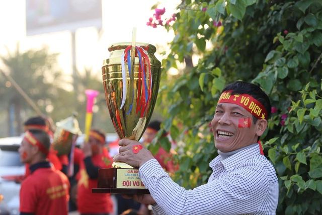 Thủ tướng Nguyễn Xuân Phúc chúc mừng HLV Park Hang-seo, Mai Đức Chung và toàn thể các cầu thủ vàng của bóng đá Việt Nam - Ảnh 31.
