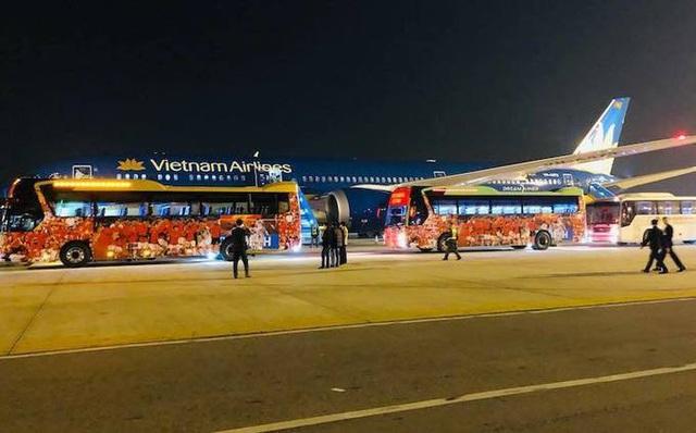 Thủ tướng Nguyễn Xuân Phúc chúc mừng HLV Park Hang-seo, Mai Đức Chung và toàn thể các cầu thủ vàng của bóng đá Việt Nam - Ảnh 16.