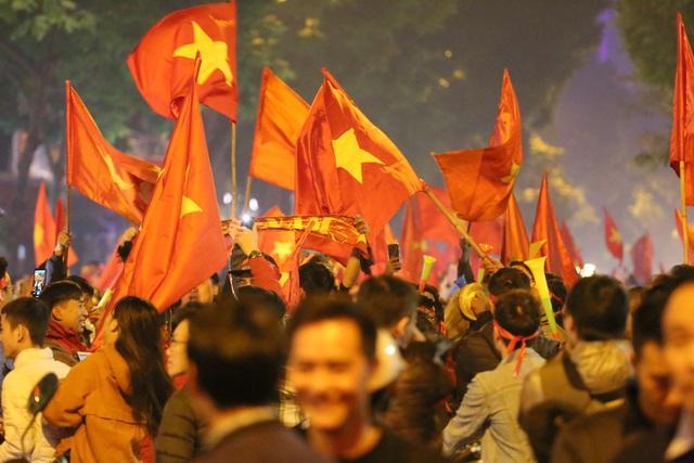 Giải cơn khát suốt 60 năm SEA Games, Hà Nội một đêm không ngủ - Ảnh 12.