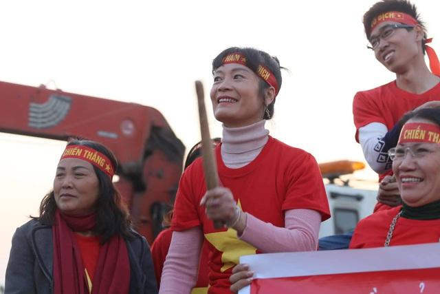 Thủ tướng Nguyễn Xuân Phúc chúc mừng HLV Park Hang-seo, Mai Đức Chung và toàn thể các cầu thủ vàng của bóng đá Việt Nam - Ảnh 21.