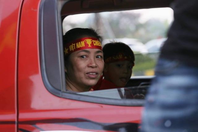 Thủ tướng Nguyễn Xuân Phúc chúc mừng HLV Park Hang-seo, Mai Đức Chung và toàn thể các cầu thủ vàng của bóng đá Việt Nam - Ảnh 22.