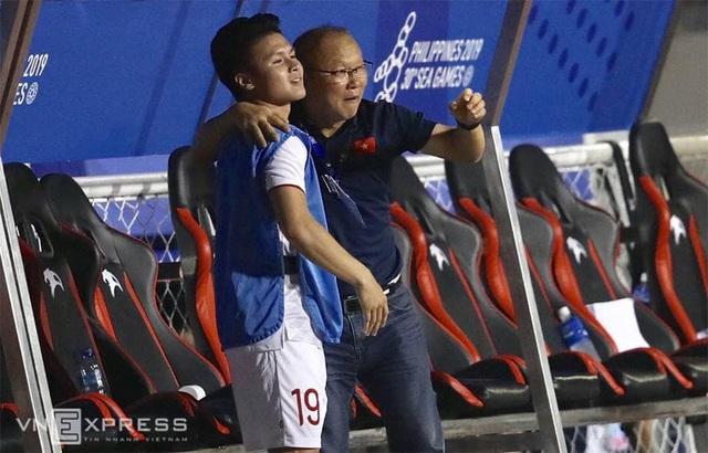 Biểu cảm đáng giá trên khuôn mặt của ông Park Hang-seo trong trận chung kết SEA Games 30 - Ảnh 4.