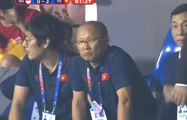 Biểu cảm đáng giá trên khuôn mặt của ông Park Hang-seo trong trận chung kết SEA Games 30 - Ảnh 3.