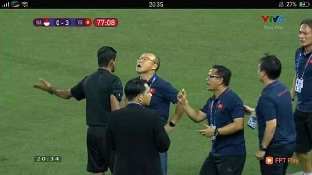 Biểu cảm đáng giá trên khuôn mặt của ông Park Hang-seo trong trận chung kết SEA Games 30 - Ảnh 8.