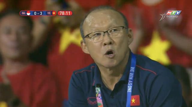 Biểu cảm đáng giá trên khuôn mặt của ông Park Hang-seo trong trận chung kết SEA Games 30 - Ảnh 10.