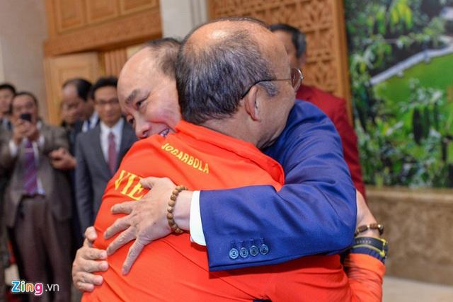 Thủ tướng Nguyễn Xuân Phúc chúc mừng HLV Park Hang-seo, Mai Đức Chung và toàn thể các cầu thủ vàng của bóng đá Việt Nam - Ảnh 6.